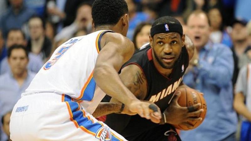 NBA - Lebron colpito duro ma...