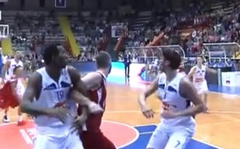 Basket: Napoli corsara a Imola, super Allegretti