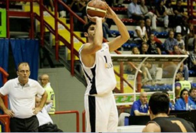 Basket: Napoli sempre più giù, a Forlì terzo ko di fila