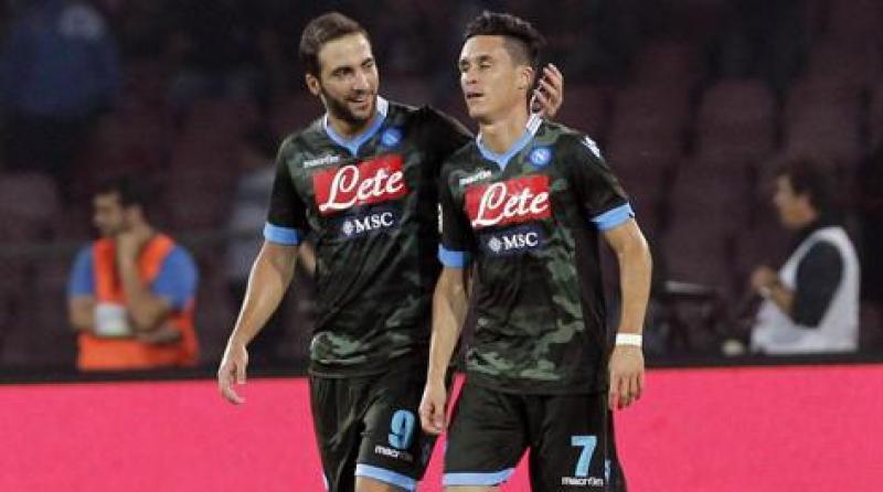 Higuain, primo gol al S.Paolo, poi Callejon: 2-0 all'Atalanta, Napoli primo…